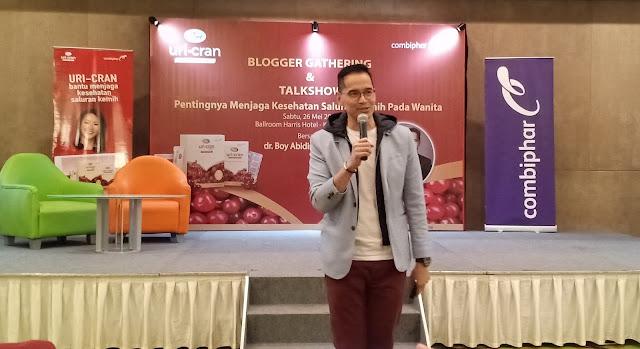 Dokter Kandungan lulusan Universitas padjajaran Bandung, yang kini praktek di Rumah Sakit Mitra Keluarga Kelapa Gading