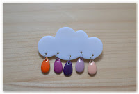 broche nuage et gouttes orange violet rose