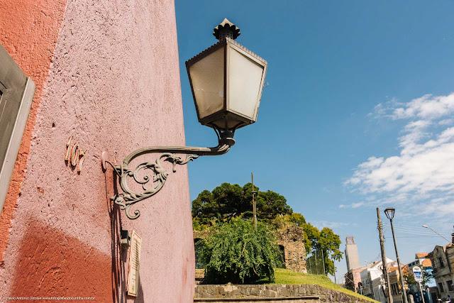 Réplicas dos lampiões do primeiro sistema de iluminação pública de Curitiba