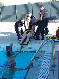 exercice de sauvetage en piscine par le SDIS69