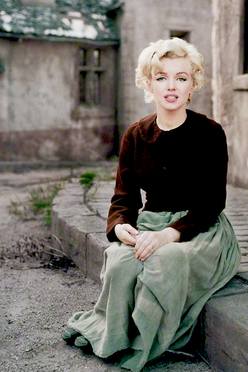 Marilyn Monroe movieloversreviews.filminspector.com