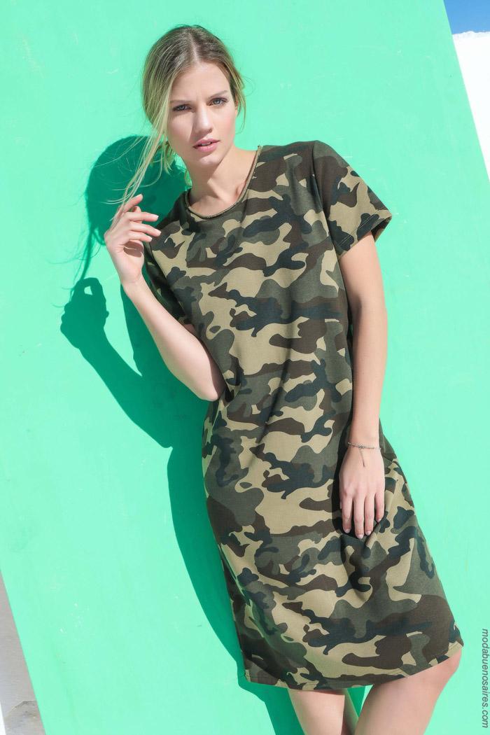 los vestidos de estampas army estan de moda primavera verano 2020