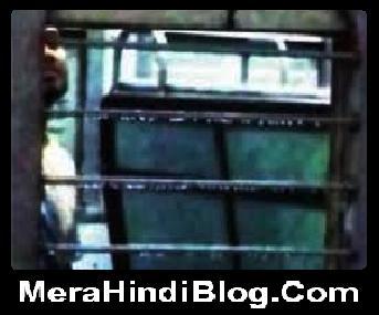 स्टेशन पर खड़ी ट्रेन में लड़की को देखकर अश्लील हरकत - Obscene in train
