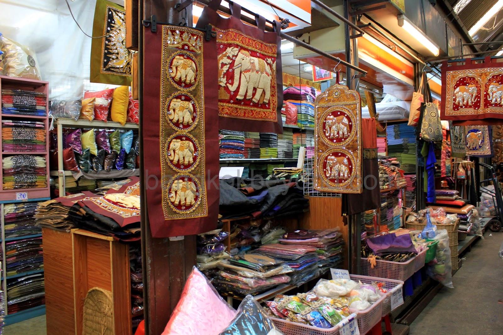 Lupa Beli Souvenir Saat Di Luar Negeri? Borong Aja Di Pasar Tanah Abang