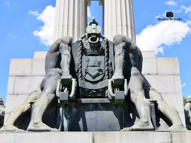 Os Construtores - Monumento a Ramos de Azevedo (vista posterior)