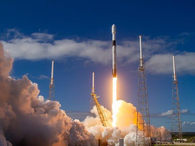 سبيس إكس تطلق 60 قمر جديد من أقمار مشروع Starlink