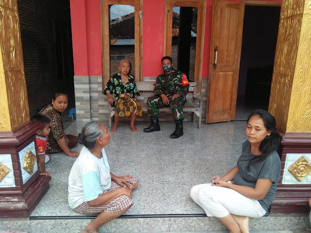 KodimKaranganyar - Jalin Silaturahmi, Babinsa Koramil 01/Karanganyar Laksanakan Anjangsana Kerumah Warakawuri