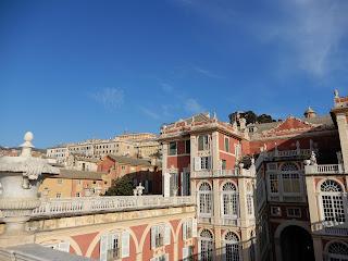 ジェノヴァのMuseo di Palazzo Realeのバルコニーから見る王宮