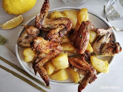 Alitas de pollo marinadas al horno con patatas
