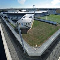 Maison d'arrêt de Nantes : trois couteaux lancés par-dessus les murs aux détenus