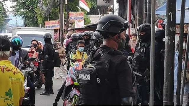 Polisi Bersenjata Datangi Petamburan, Babe: Seperti Mau Perang saja, Padahal Cuma Ngasih Surat