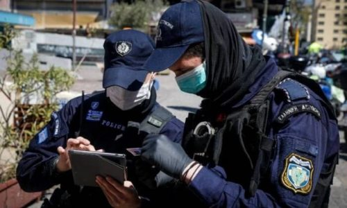 Κατάστημα κλωστοϋφαντουργικών ειδών έπεσε στην «τσιμπίδα» της αστυνομίας. Κατά την διάρκεια του ελέγχου βρέθηκε να λειτουργεί παραβιάζοντας τα μέτρα για τον περιορισμό της πανδημίας καθώς οι συγκεκριμένοι ΚΑΔ είναι σε αναστολή λειτουργίας.