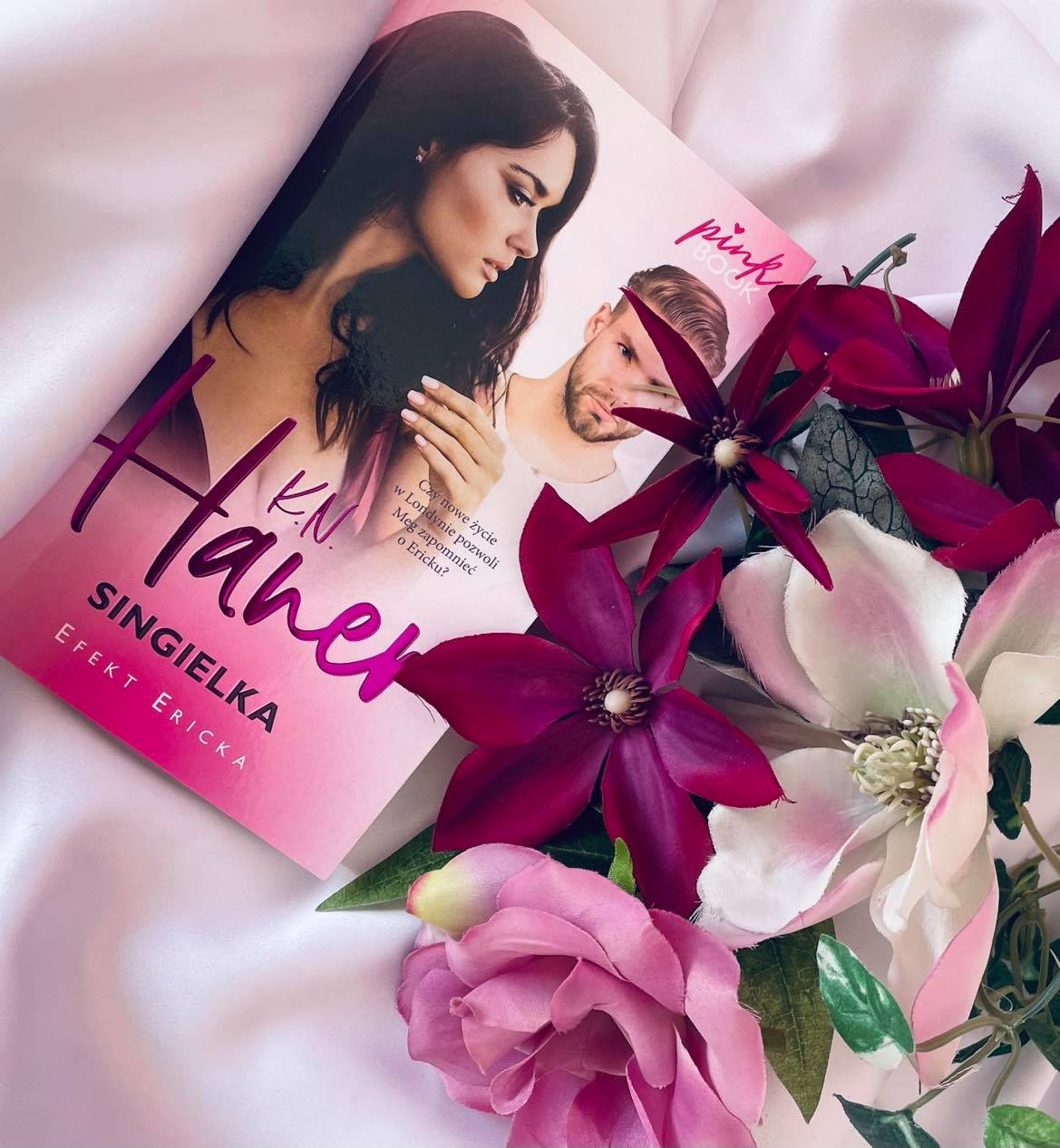 "Seria ""Pink Book"": K.N. Haner ""Singielka"" - recenzja"