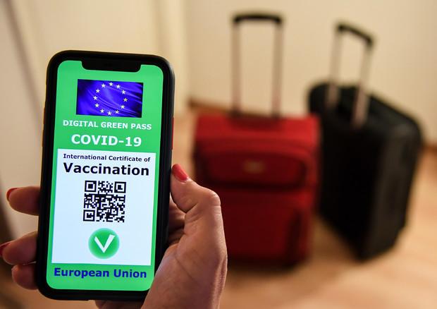 Covid: 1,5 mln di italiani all'estero con il green pass
