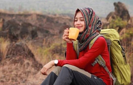 Naik Gunung | Tips Berpakaian dan Contoh Outfit untuk Hijabers
