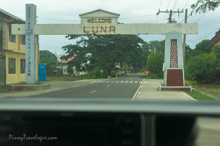 Luna's town boundary arch