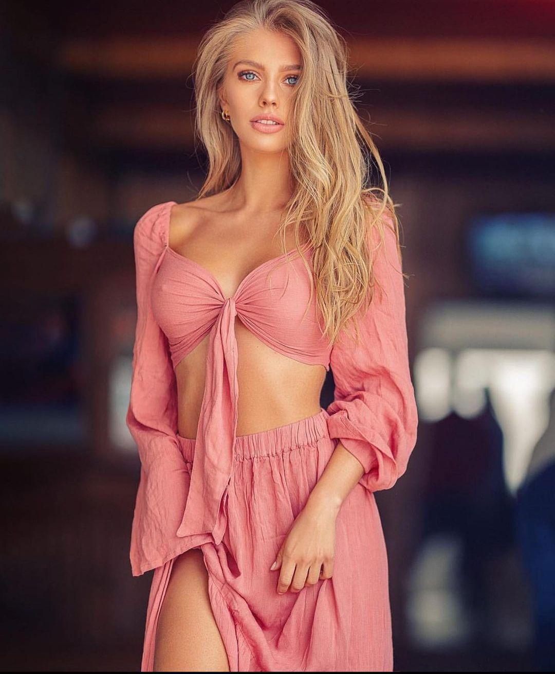 Hot and Stylish Girl DP