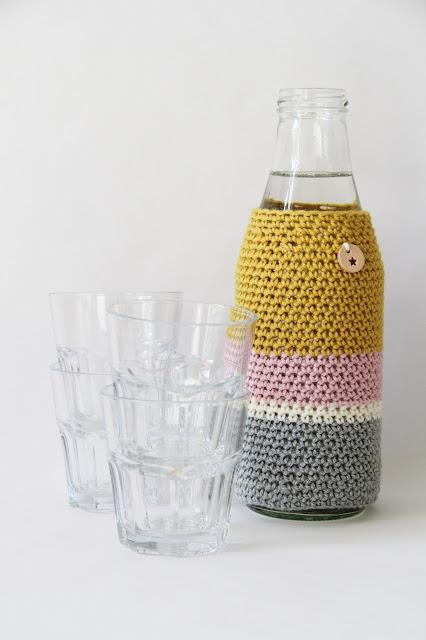 crochet, waterfles, cover, gehaakte waterfles, fles opleuken, drops cotton meriono uni colour, glazen fles