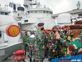 Taruna AAL Tingkat I Kunjungi Kapal Perang Legenda
