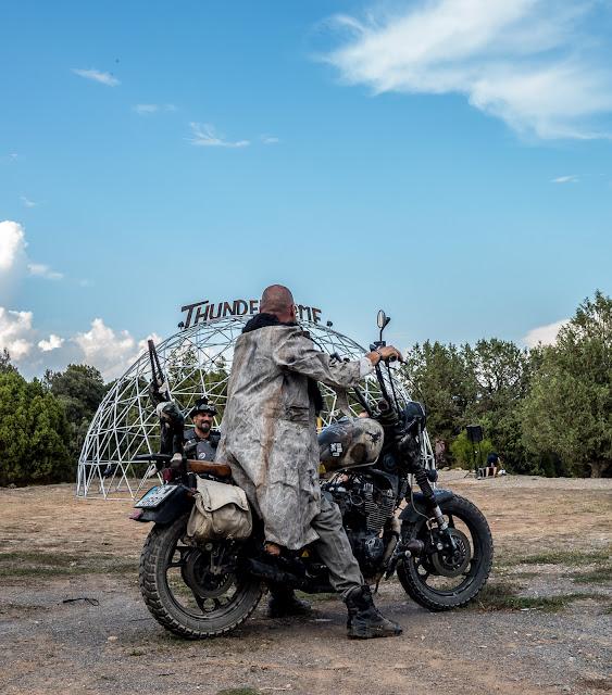 Motos quemando rueda Festival PostApocaliptico Luna Negra 2019
