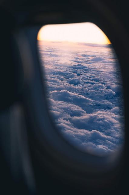 رمزية نافذة طائرة فوق السحب للتصميم بدون حقوق العدد 6 من مدونة رمزيات