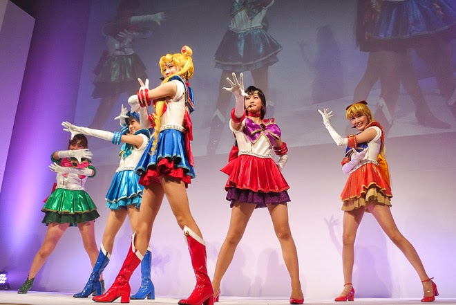 Sailormoon cosplay musical performance