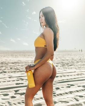 Gái Xinh Cực Hot Với Bikini Màu Vàng
