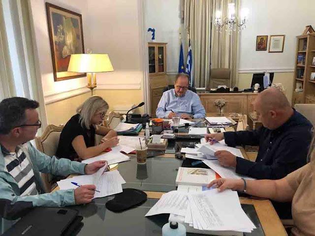 Σύσκεψη υπό τον Περιφερειάρχη Πελοποννήσου για την  πορεία των αθλητικών έργων στην Αρκαδία