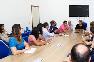 https://vnoticia.com.br/noticia/3506-reuniao-com-lojistas-busca-solucao-para-impasse-sobre-o-cartao-alimentacao