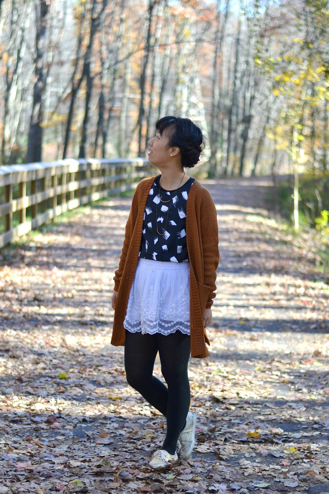 how to style brown chunky sweater, white lace skirt