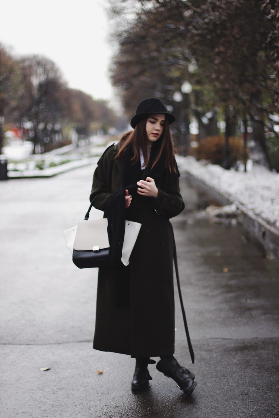 Fashion Blogger   Khaki Coat   Street Style