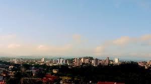 A foto mostra a Cidade de Campo Bom esta semelhante as cidades grande do país, uma pequena selva de pedras e pouco verde que serve como filtro da natureza para amenizar o calor. Estes verdes estão terminando, é lamentável!