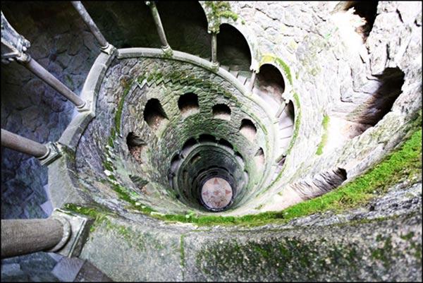 Quinta da Regaleira: Tο μυστηριώδες παλάτι με τις υπόγειες στοές και τα πηγάδια
