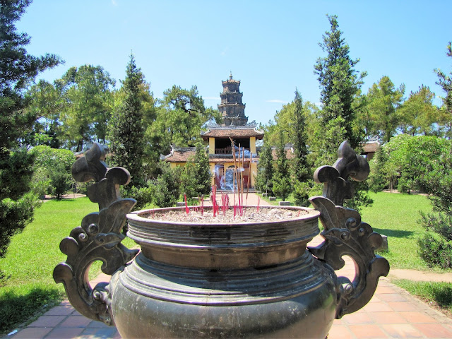 thien mu pagoda hue vietnam