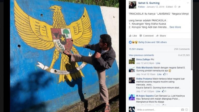 Foto Sahat menendang lambang Pancasila dan menjabarkan Pancagila