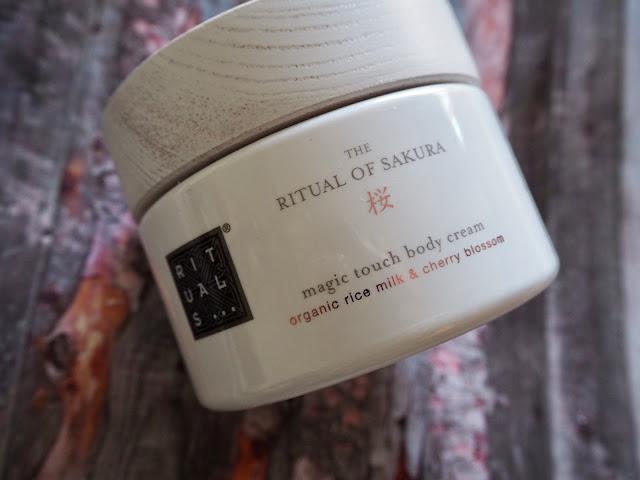 rituals-crema_cuerpo-hidratante-ritual-of-sakura.rice-cheery