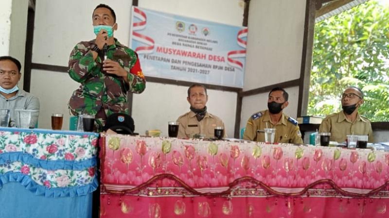 Mewakili Danramil Sokan, Serda Baso Hadiri Musdes Penetapan Pengesahan RPJM