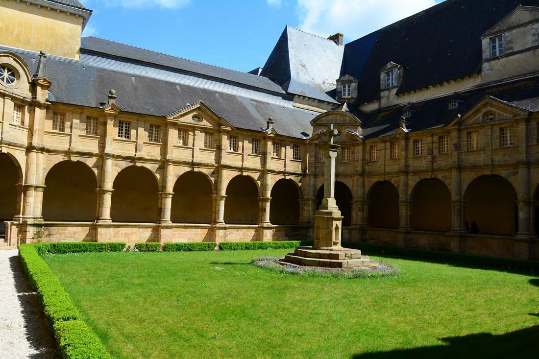 cloitre Sainte Anne d'Auray