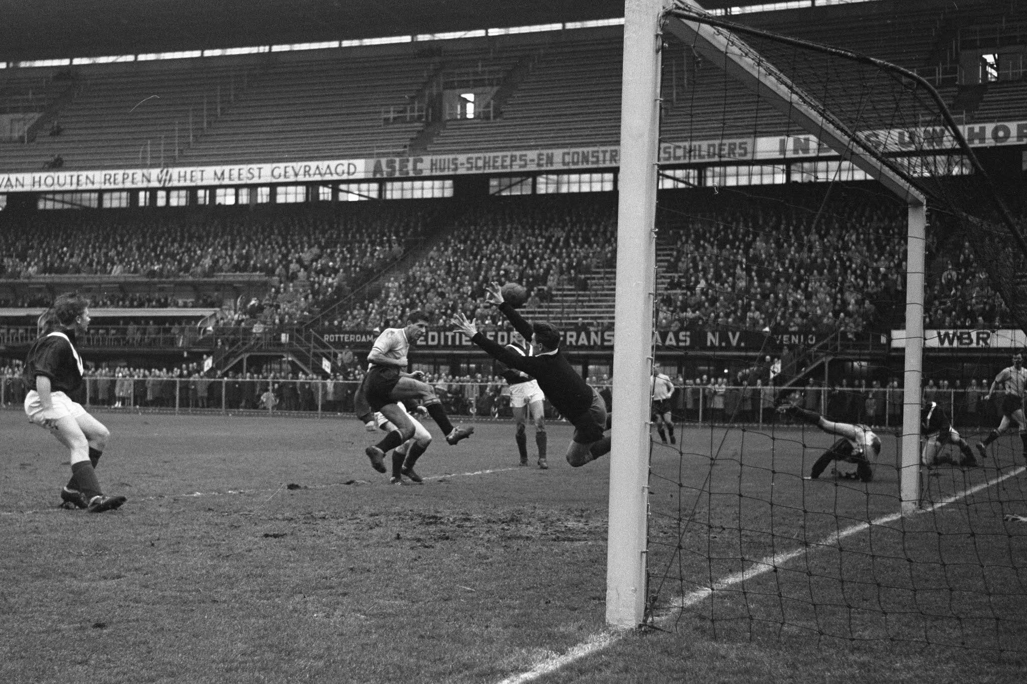 Cor van der Gijp scoort tweede goal