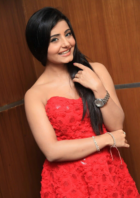 Aksha Bhatt Photos