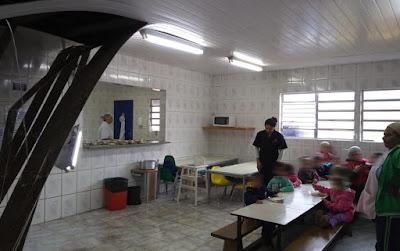 Teto de refeitório de escola desaba em Caucaia do Alto