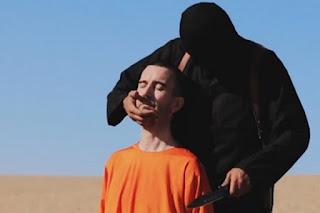 Membro do Estado Islâmico decapita em público próprio pai
