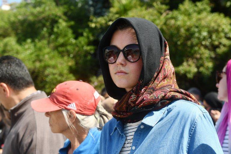5ce861dbc zealand women wear headscarves solidarity نيوزيلندا النساء ارتداء ...