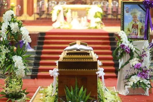 Ngày thứ Ba: Kính viếng và cầu nguyện cho Đức cha Phanxicô Xaviê Nguyễn Văn Sang - Ảnh minh hoạ 59