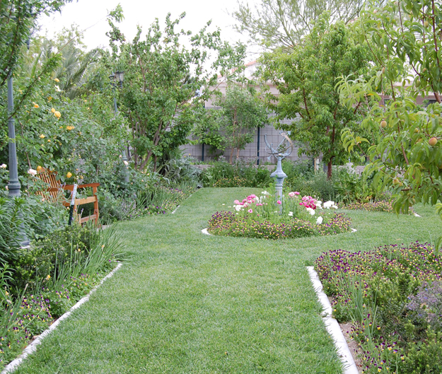 Self-Reliant Sisters: Tour The Prudent Homemaker's Garden!