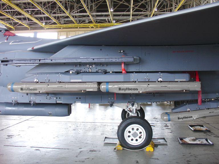 У США провели успішний запуск «розумної» бомби GBU-53/B