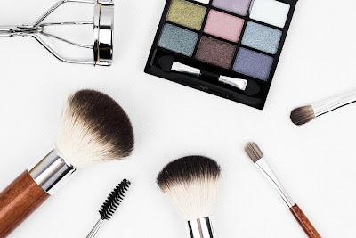makeup, brush makeup, eyeshadow