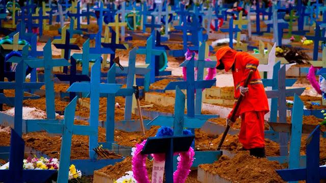 Com 1.454 óbitos nas últimas 24 h, Brasil passa de 470 mil mortes pela Covid-19
