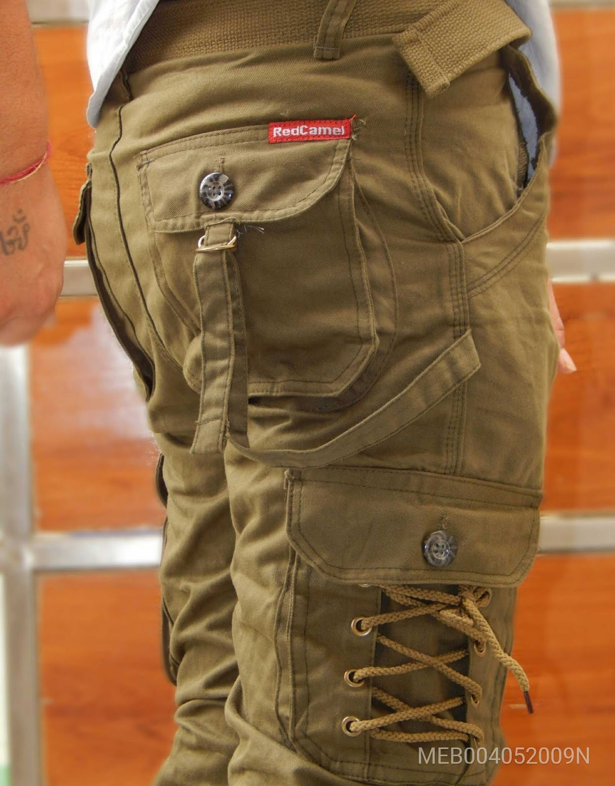 Trendy Cargo 6 Pockets with Zippers closures and Ealsticated bottom