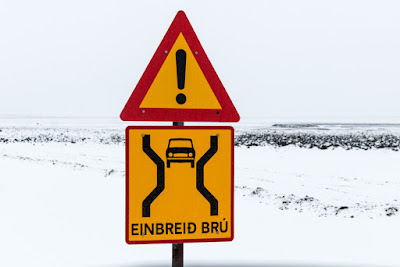 Single lane bridge (Einbreið Brú)  sign in Iceland